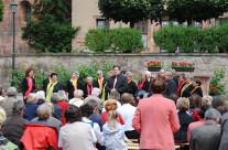 2011 – Singen vor der Basilika in Wechselburg